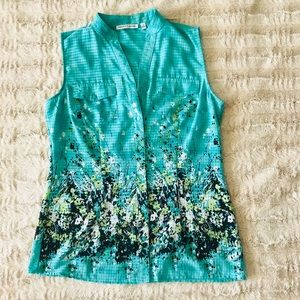 Notations floral sleeveless button down